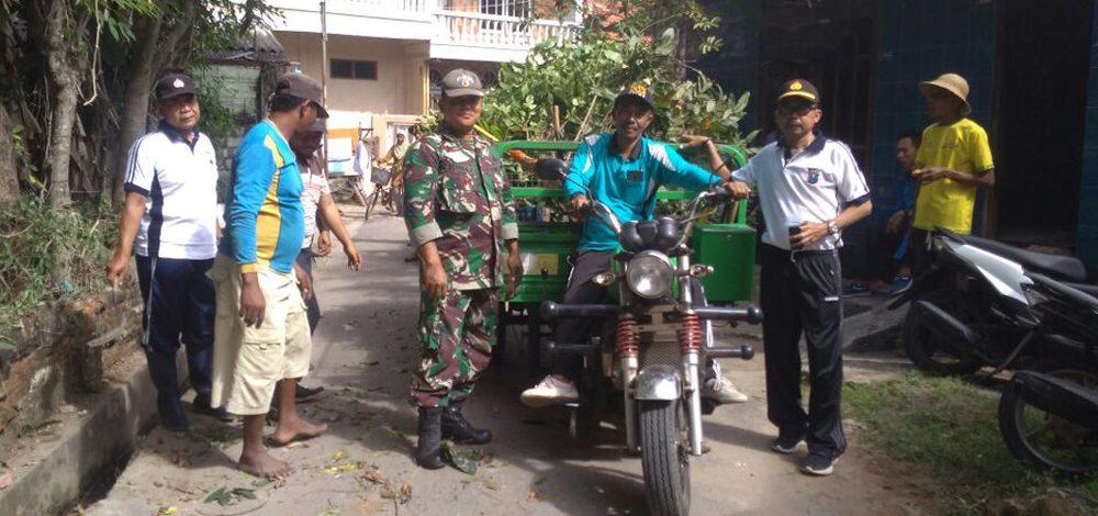Sinergitas TNI-Polri di Tuban, Kerja Bakti Ringankan Beban Masyarakat