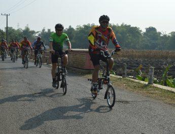 Pangdam V/Brawijaya Gowes Bersama LCC Menuju Lokasi TMMD Desa Jembul